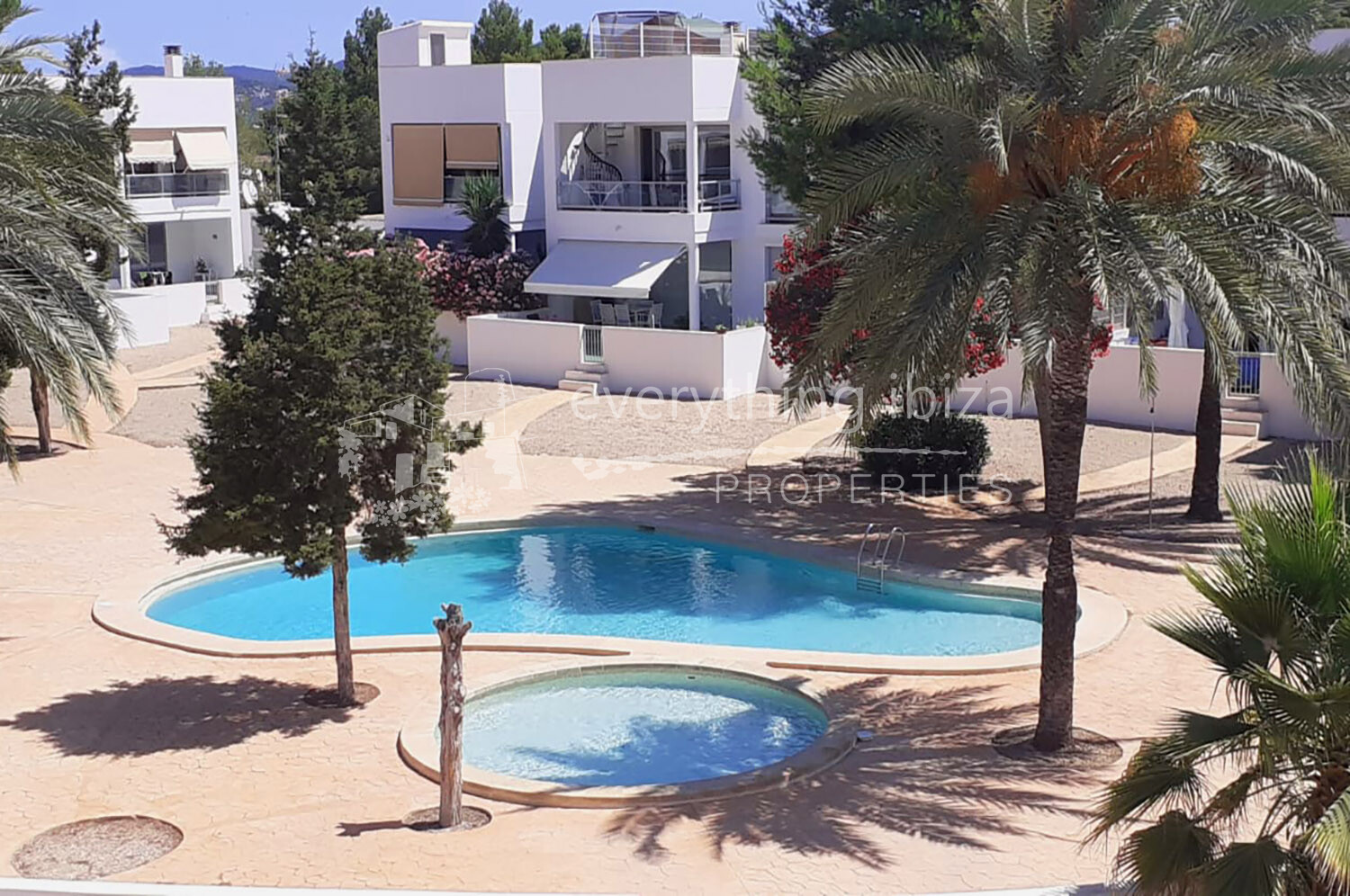 Stunning Penthouse with Large Roof Terrace, ref. 1285, for sale in Ibiza by everything ibiza Properties